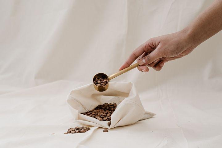 Kávový peeling na rty: hlavní složka káva