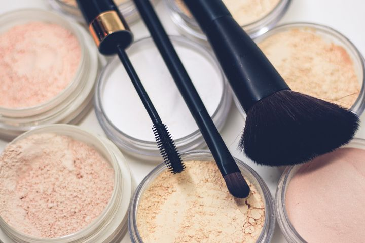 Make-up je nepostrádateľným pomocníkom proti vyrážkam.