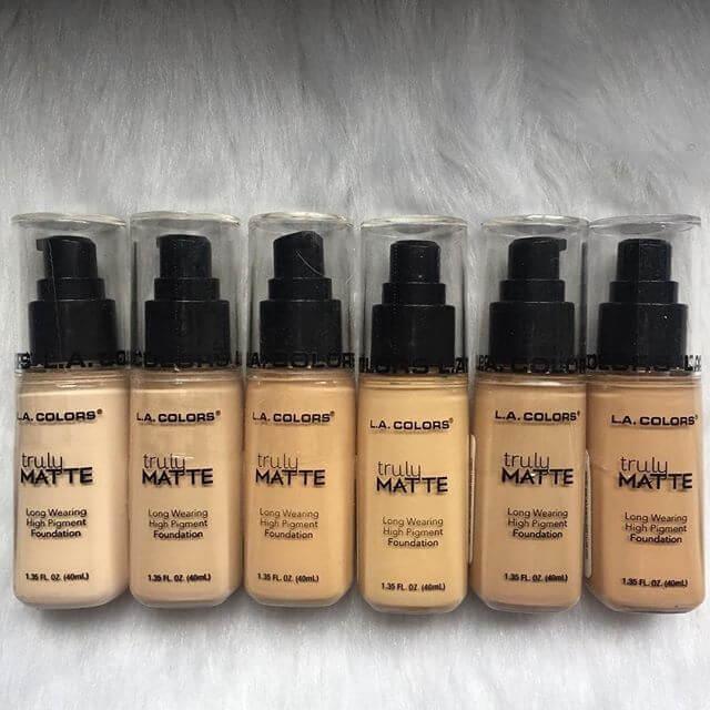 Zmatňujúci makeup Truly Matte od značky L.A. Colors