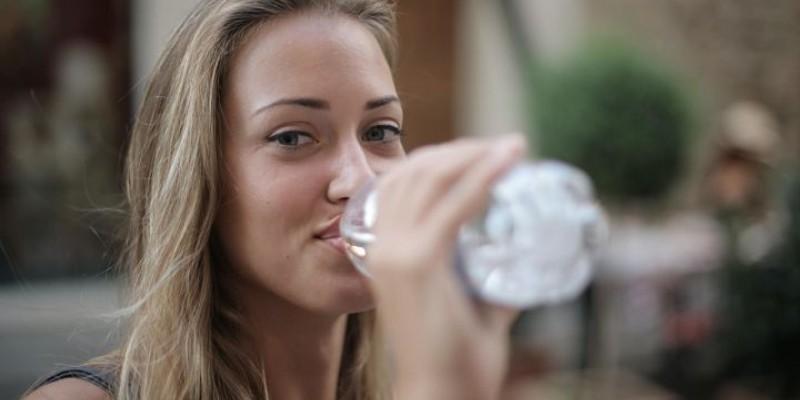 Pitný režim: Klíč ke správné hydrataci pleti