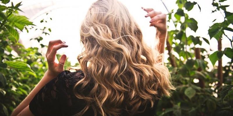 Vlasy v hlavní roli: Líčení pro blondýny, brunety a černovlásky
