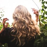 Vlasy v hlavnej roli: Líčenie pre blondíny, brunety a čiernovlásky