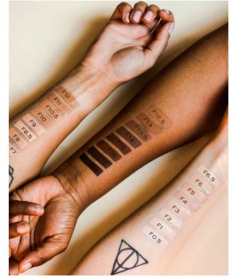 Makeup Revolution Krycí make-up Conceal & Define Foundation